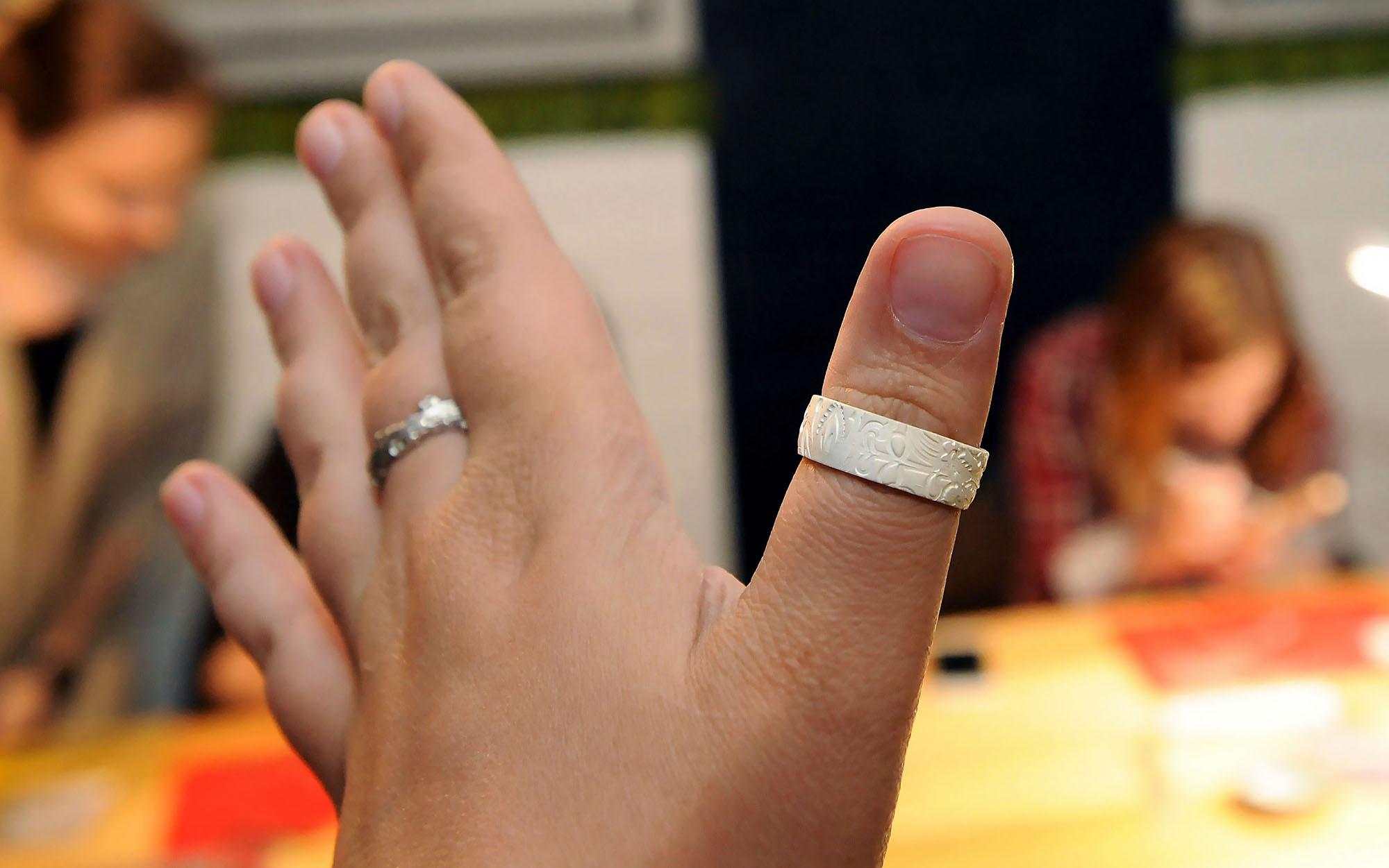 Крупные кольца своими руками 997