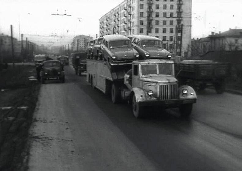 Конструкция А-820 позволяла одновременно перевозить до 9 автомобилей Москвич либо 6 автомобилей Побе