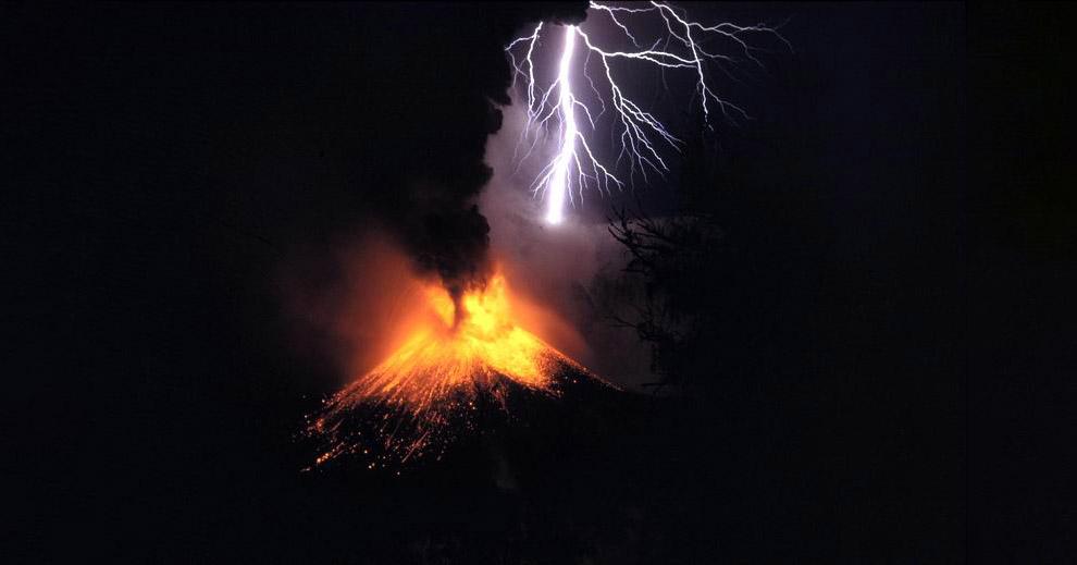 Весной 2010 года в Исландии началось извержение вулкана. В атмосферу было выброшено огромное об