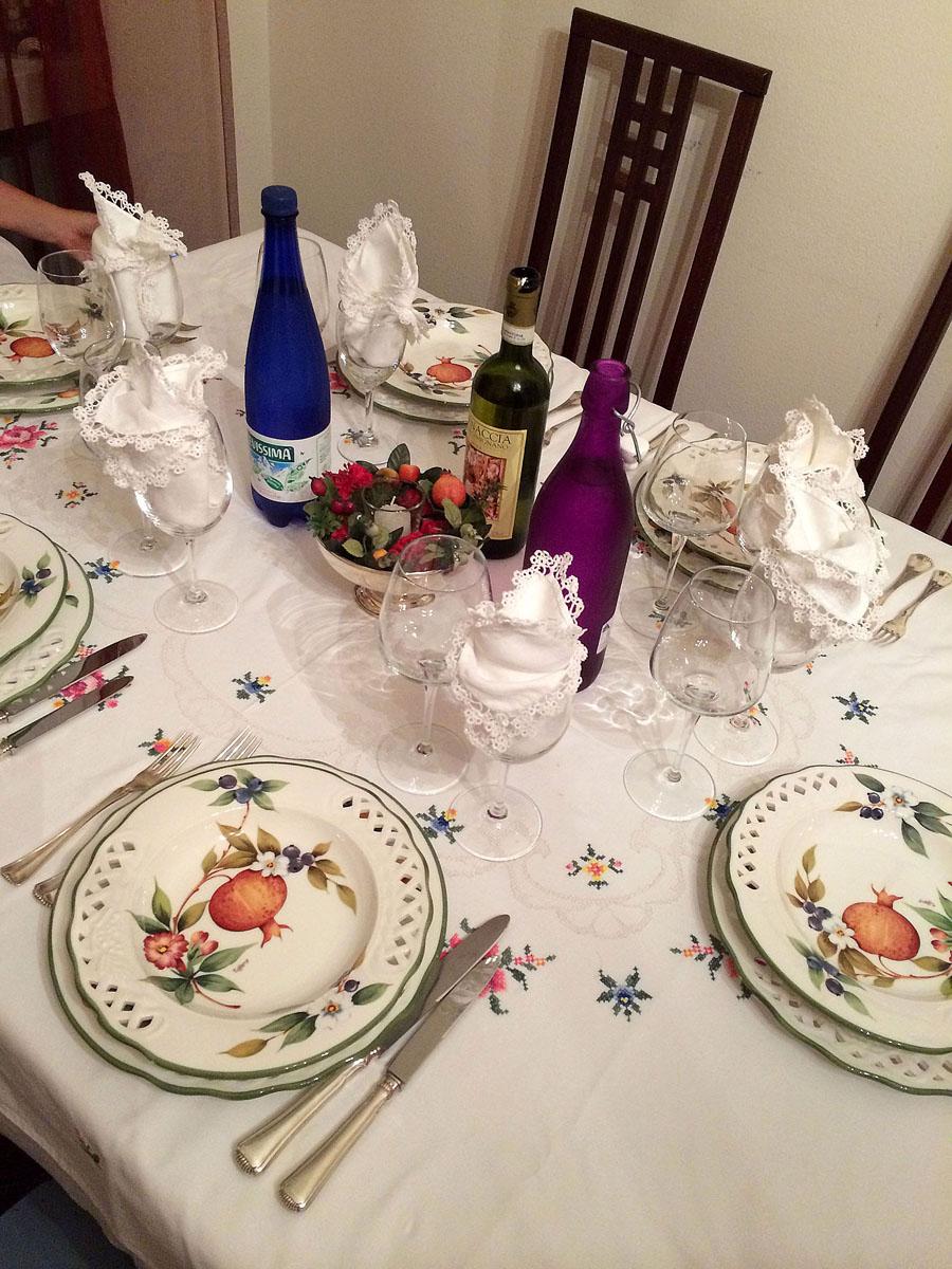 74. Вечером нас ждал ужин, на который в свой дом нас пригласила шеф Аврора. Обычный дом Милана и обы