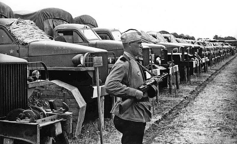 Война сильно разнообразила парк моделей. Красная Армия получила огромное количество иностранной воен