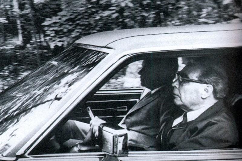По слухам, Леонид Ильич Брежнев любил прохватить за рулем иномарок