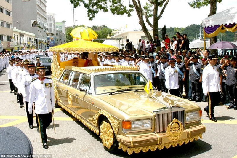 Султан Брунея Хассанал Болкиах – владелец одной из самых больших в мире коллекций авто общей стоимос