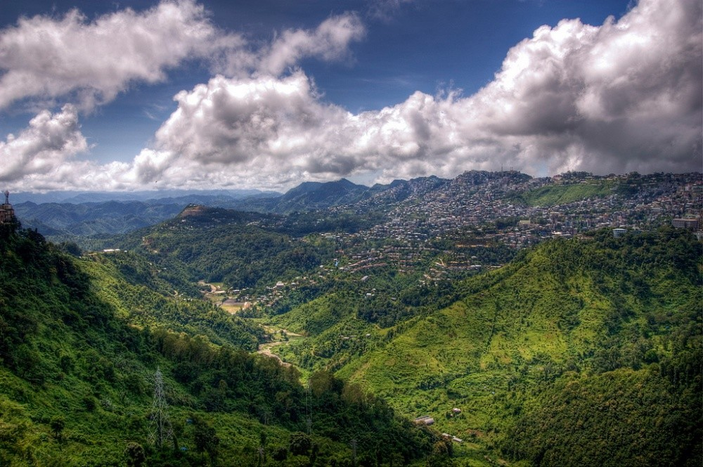 10. Вид на город Аиджал, столицу индийского штата Мизорам.