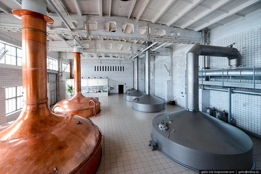 Завод выпускает 25 наименований продукции, питьевую газированную и негазированную воду и лимона