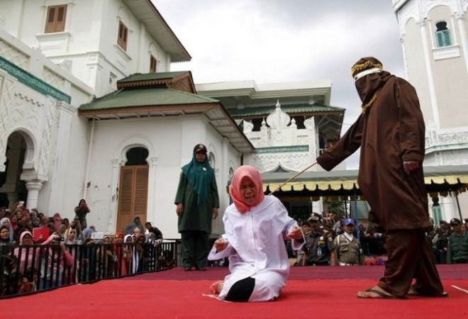 9.Новая Гвинея Здесь у женщины просто отрубают палец. Правда, дальше этот палец съедает ее любовник,