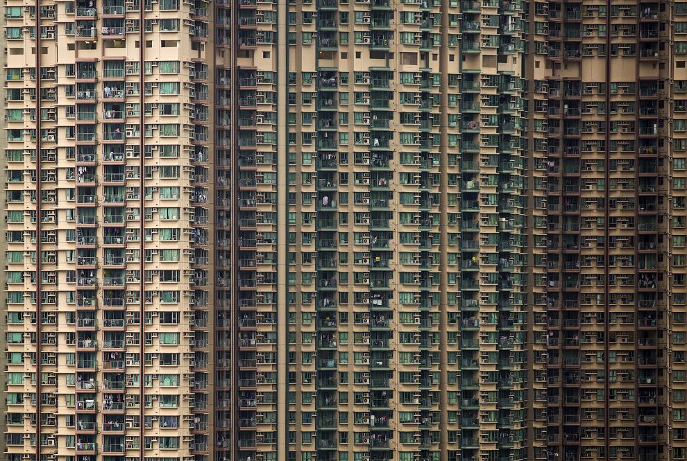 8. Осмотр заброшенных жилых зданий в Гонконге. (Фото Tyrone Siu | Reuters):