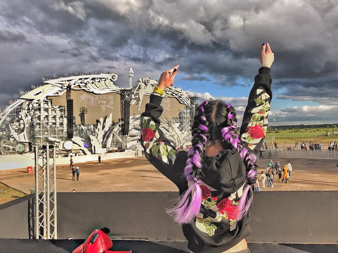 Грязные девчонки: Фото девушек с фестиваля Alfa Future People — 2017