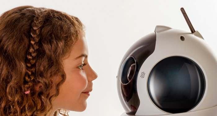 Заинтересует ребенка. Первой особенностью Qbo One является то, что после покупки робот не будет функ