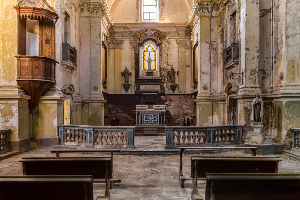Атмосферные фотографии заброшенных церквей