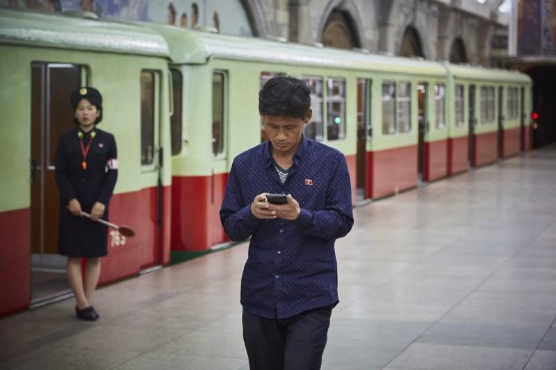 Фотограф снимает богатых людей Северной Кореи (14 фото)