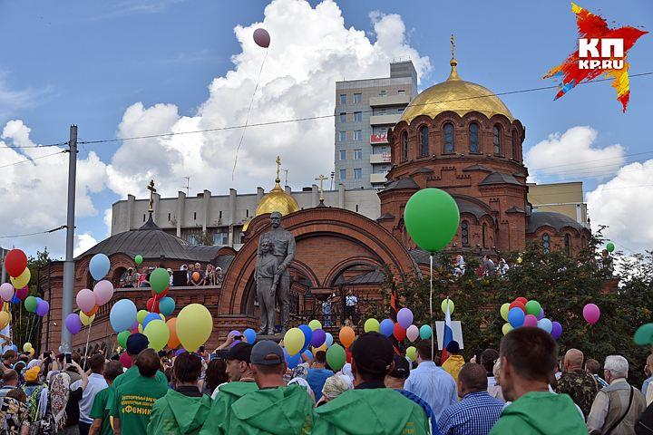 20170716-10-00-В Новосибирске установили памятник Николаю II и Цесаревичу Алексею
