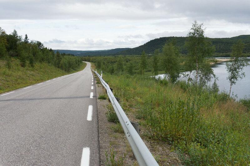дорога 92 между Karasjok и Karigasniemi вдоль реки