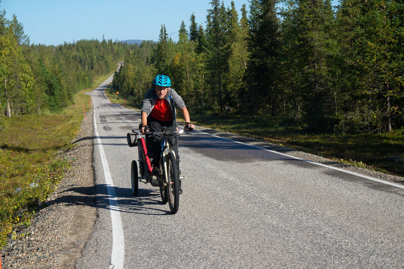 велопоход по лапландии с прицепом Thule chariot cougar