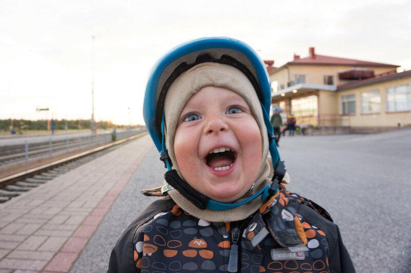 счастливый ребенок в конце велопохода