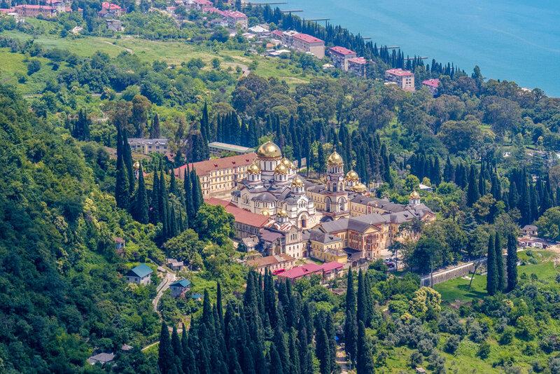 Новый Афон, монастырь вид с высоты птичьего полета. Фотография с Иверской горы