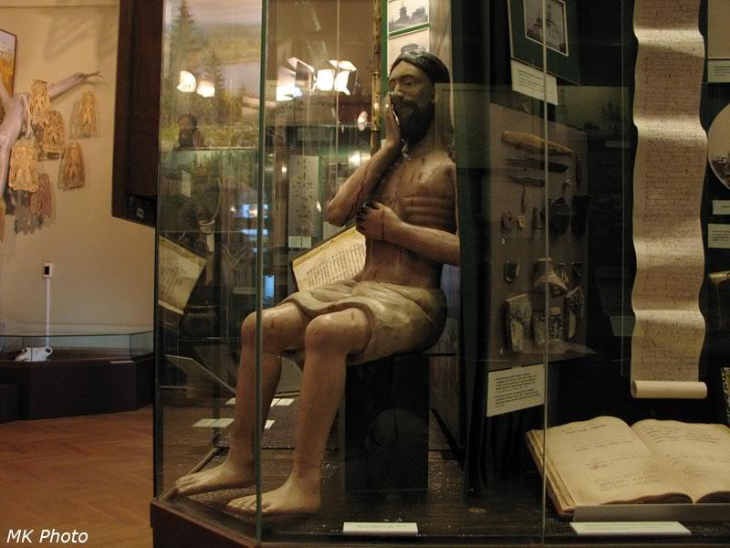Деревянная христианская скульптура
