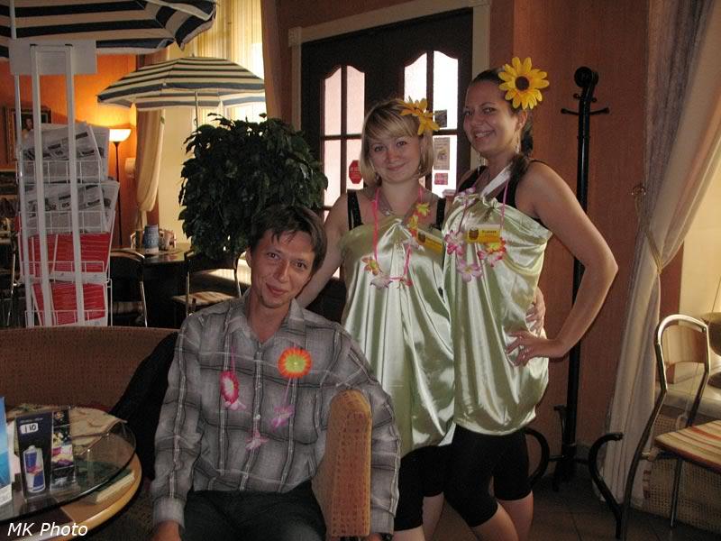 Гавайская вечеринка в пивном ресторане