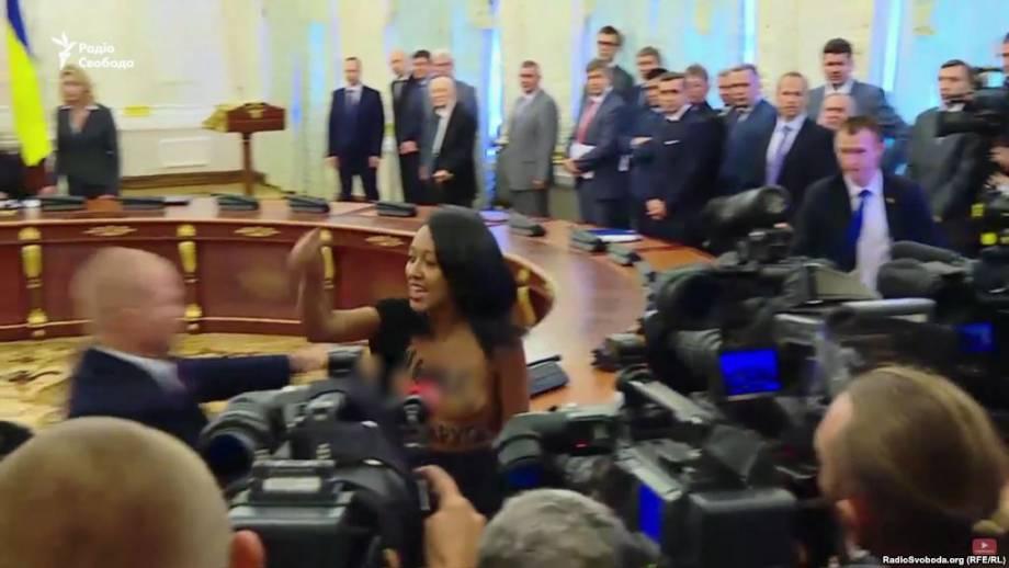 Активистку Femen Диаш отпустили под личное обязательство – адвокат