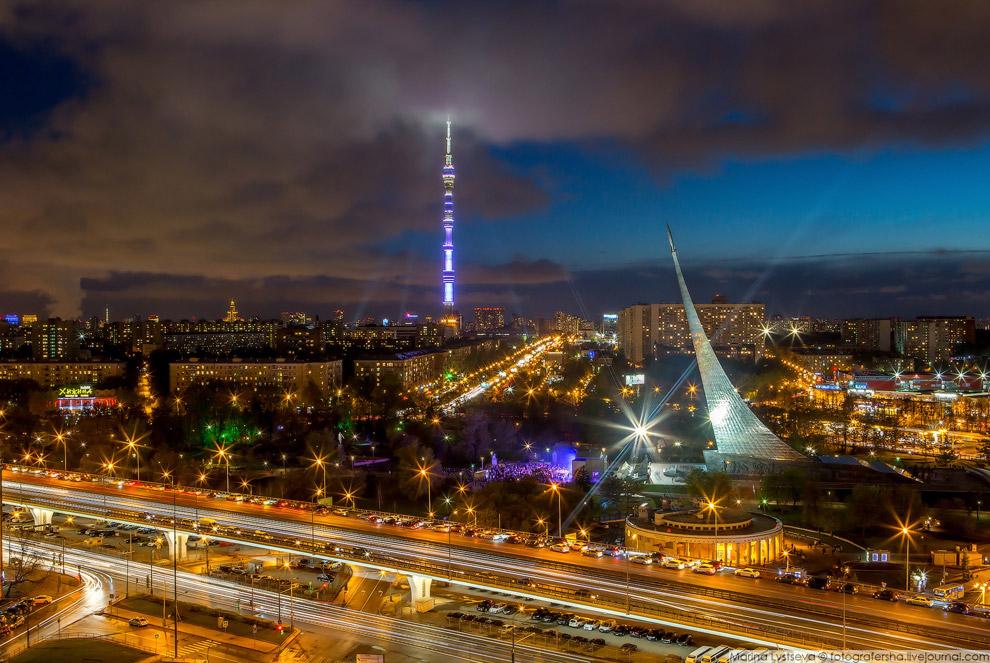 17. Монумент «Покорителям космоса» воздвигнут в городе Москве в 1964 году в ознаменование дости