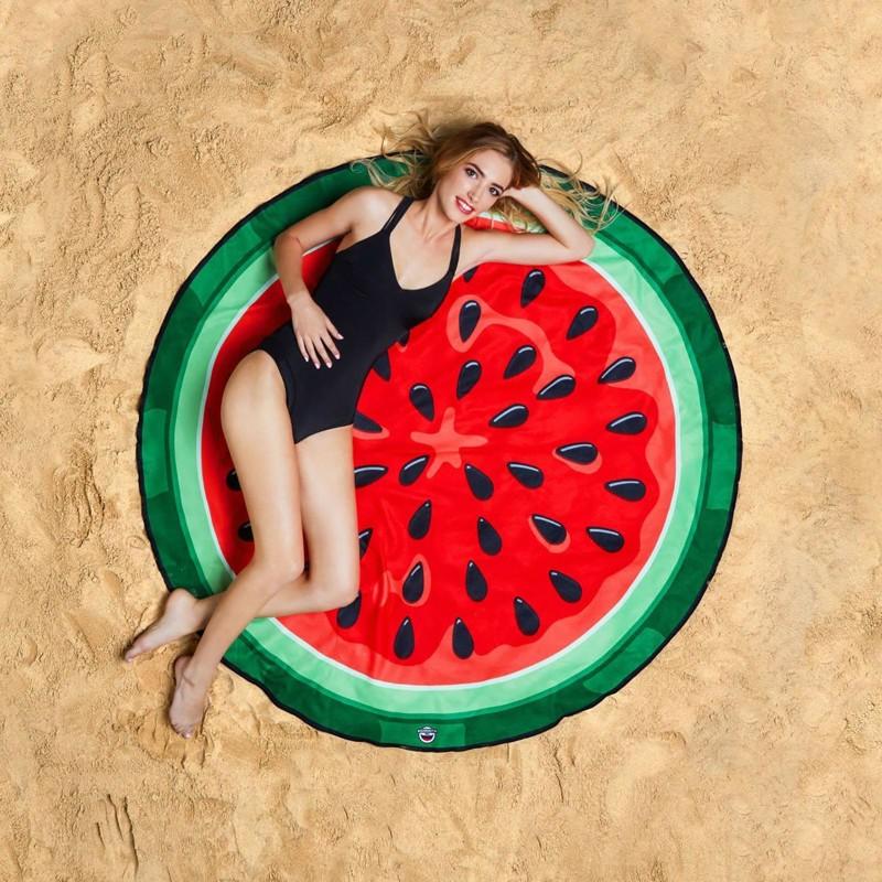Вы не сразу заметите, но на этих фото запечатлены хиты пляжных атрибутов этого лета