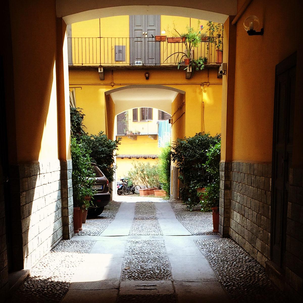 1. Мы поселились в одном из самых живописных районов Милана — районе каналов Навильи. Как оказалось,