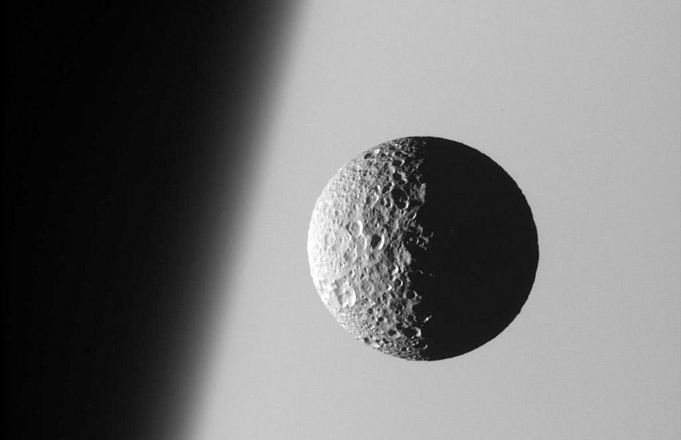 22. Сатурн относится к типу газовых планет: он состоит в основном из газов и не имеет твёрдой п