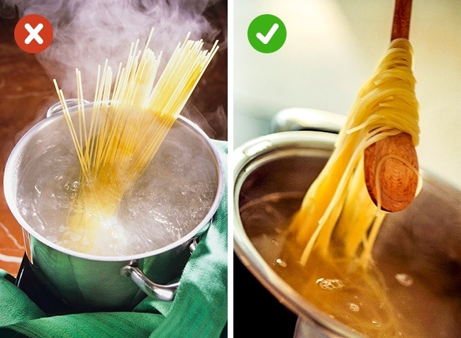 © stockfood  © stockfood  Любые макароны нужно опускать вуже кипящую воду— это нидля