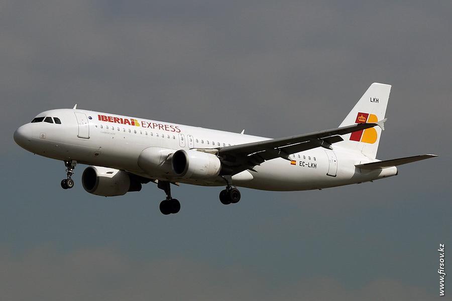 A-320_EC-LKH_Iberia_Express_zpscfbdf385.JPG