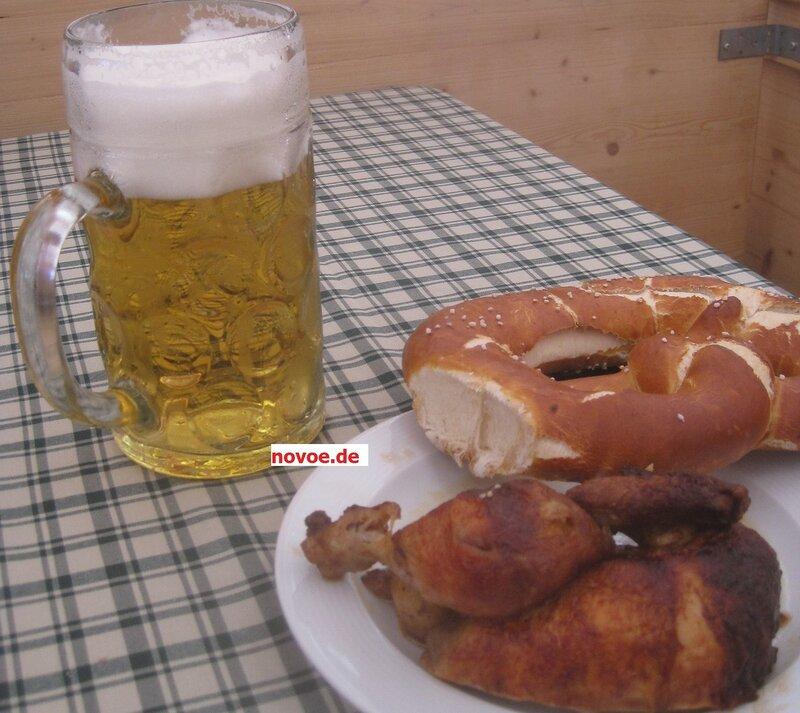 Сосуд для Хеллеса — во многом дело вкуса и традиций. В биргартенах южной части Баварии его обычно подают в литровых кружках, «Мас» - Maßkrug.