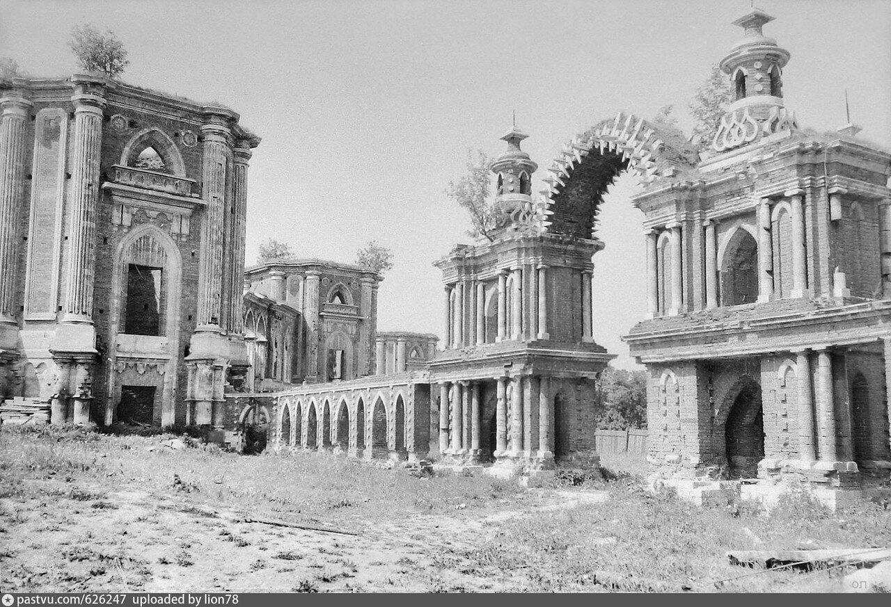 626247 Хлебные ворота и Большой дворец в Царицыно 81-82 lion78.jpg