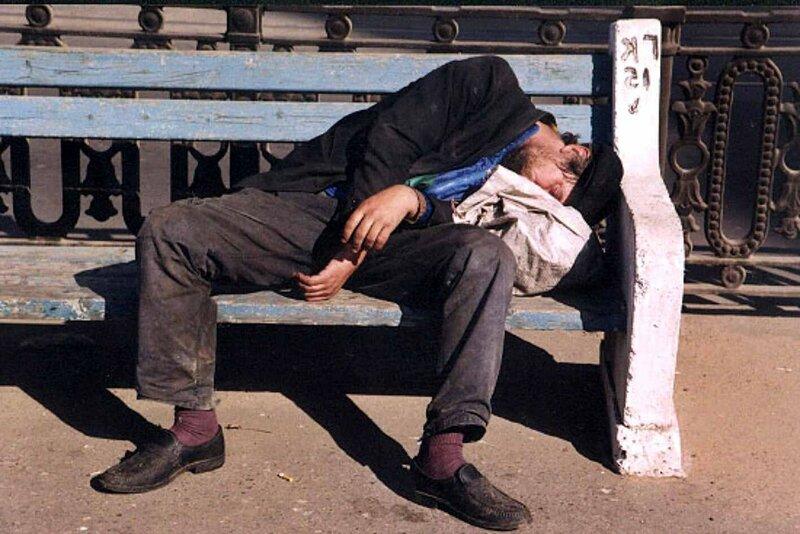 спит-на-лавочке.jpg