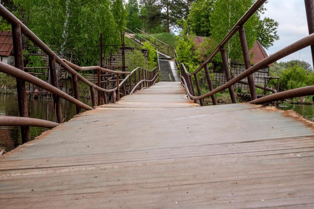железный мост из труд, гнутые трубы