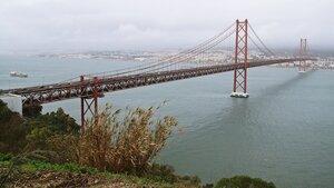 Мост имени 25 апреля в Лиссабоне - один из 20 самых длинных в мире висячих мостов