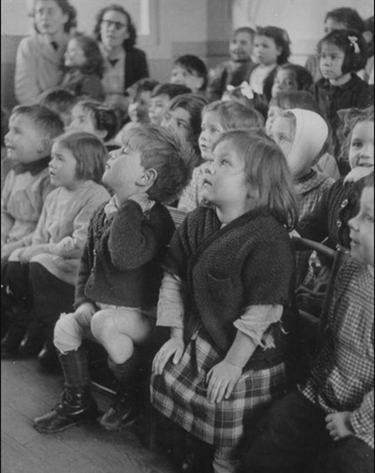 1948. Дети в театре. Париж