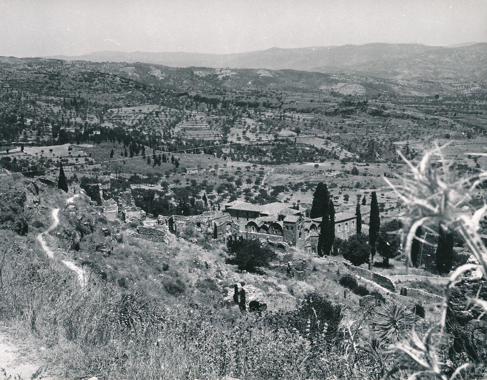 1960. Мистра. Руины дворца Лакония