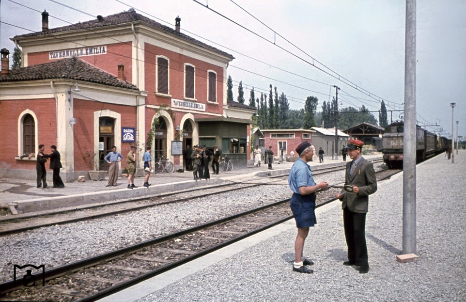 In the station of Tavernelle Emilia (north of Bologna).jpg