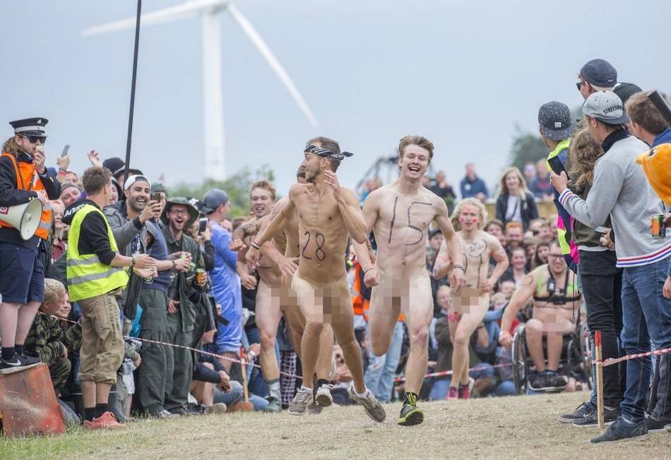 Голый забег на музыкальном фестивале в Дании