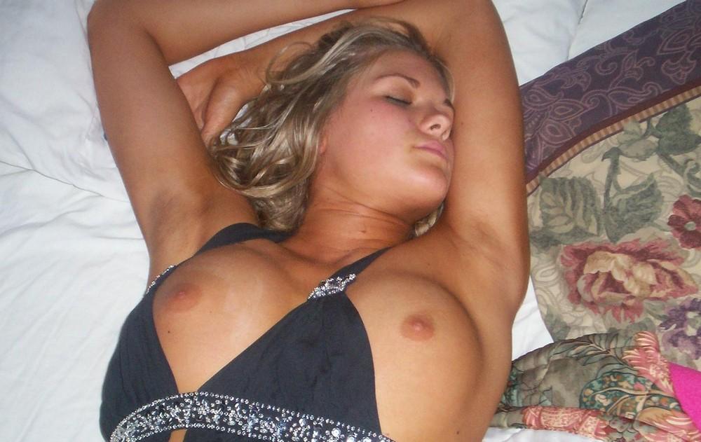 Спят уставшие девчонки (18+)