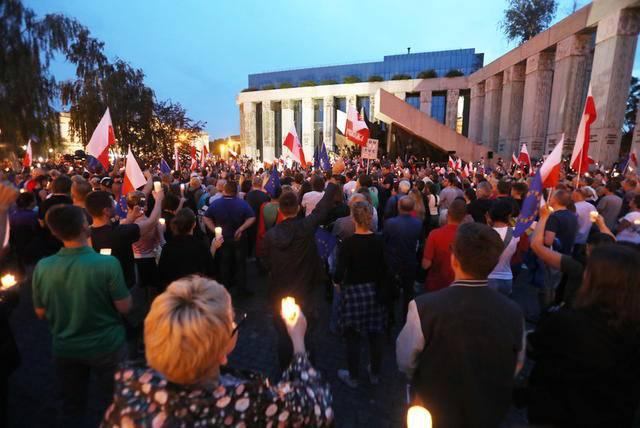 По всей Польше прошли многотысячные демонстрации против судебной реформы. ФОТОрепортаж