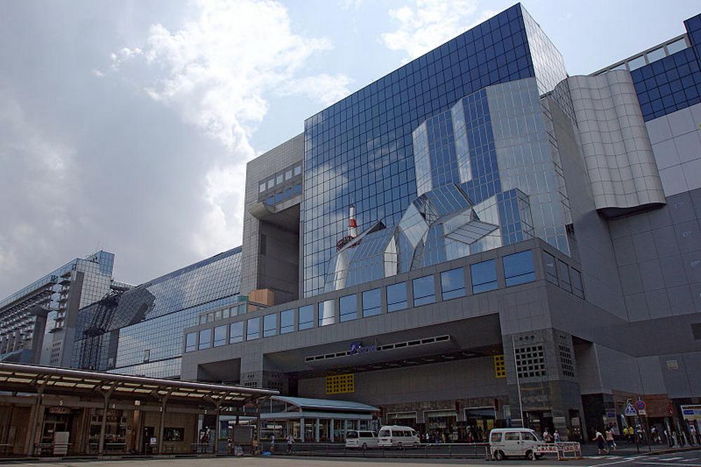 800px-JR_Kyoto_sta01nt3200_resize.jpg