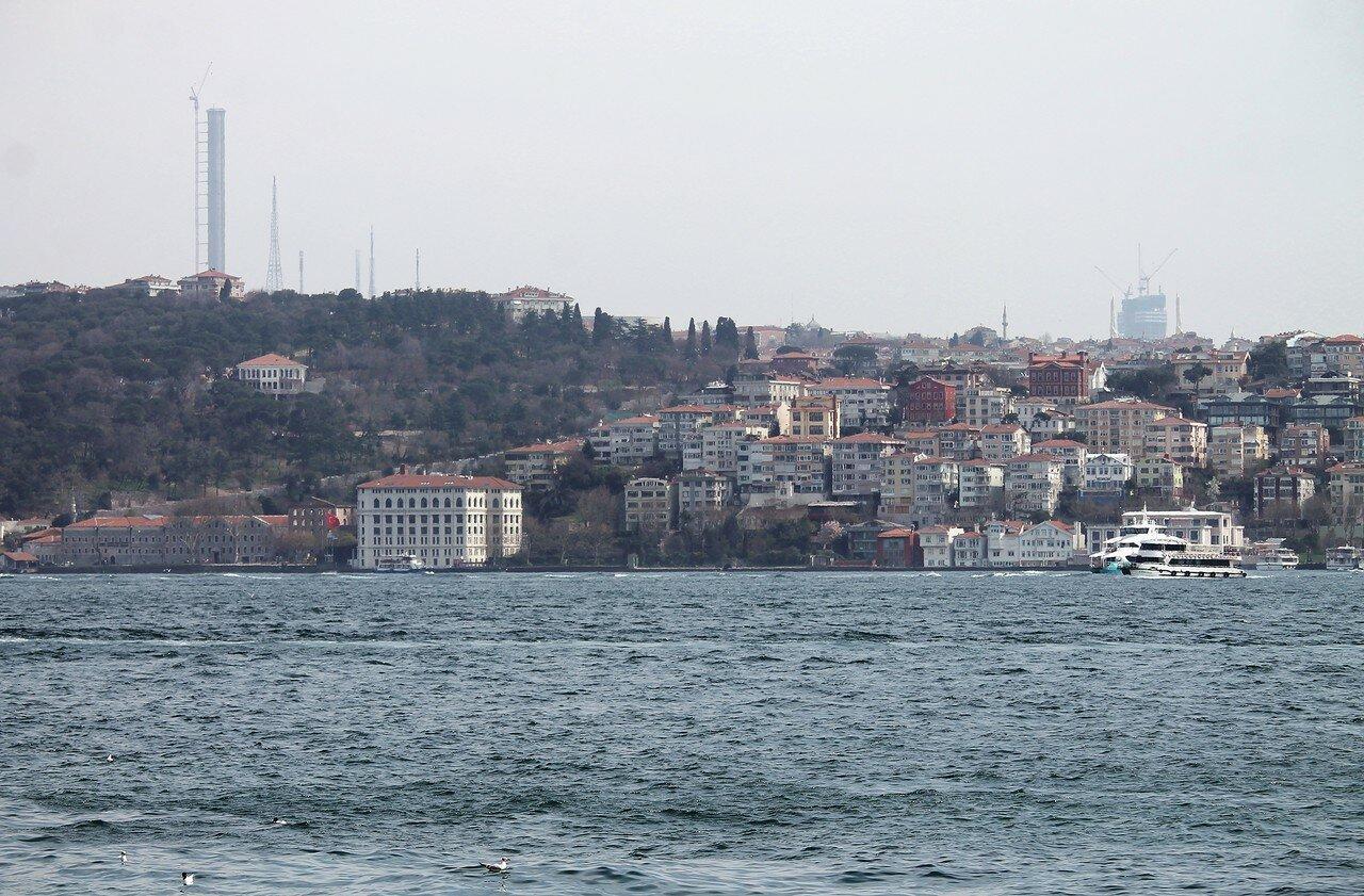 Стамбул. Босфор у дворца Долмабахче