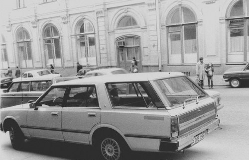 С 70-х годов прошлого века в СССР заметно возросла доля иномарок, находящихся в руках актеров, режис
