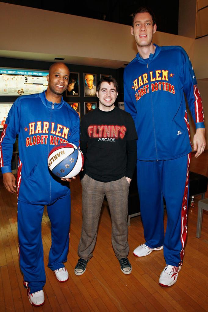 Американский баскетболист Пол Стерджесс знает, как обратить на себя внимание: встать. При росте 2,32