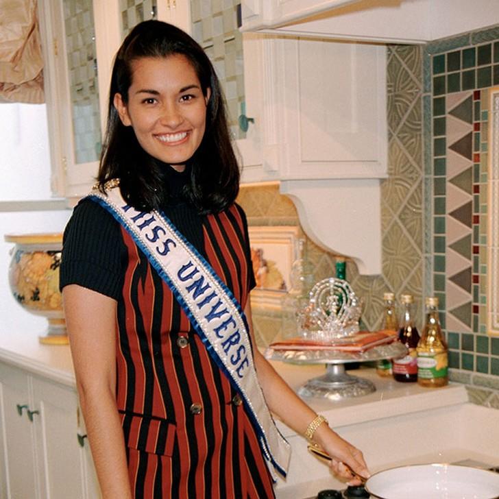 Брук Махеалани Ли, США. «Мисс Вселенная — 1997». 26 лет, рост 171 см, параметры фигуры 90?59,3?9