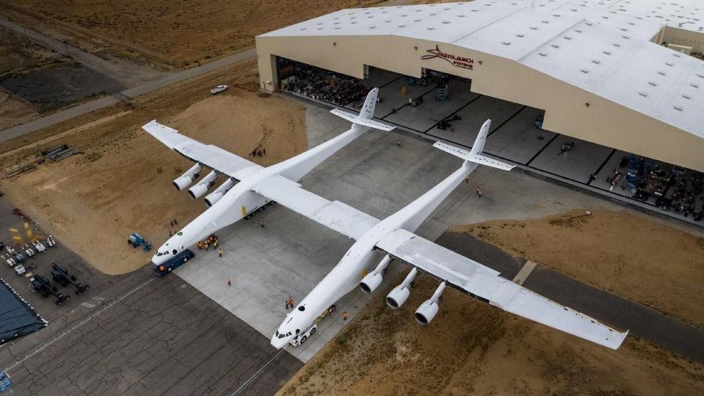Общий вес самолёта и ракеты составит около 600 тонн; ожидается, что такая система сможет выводить на