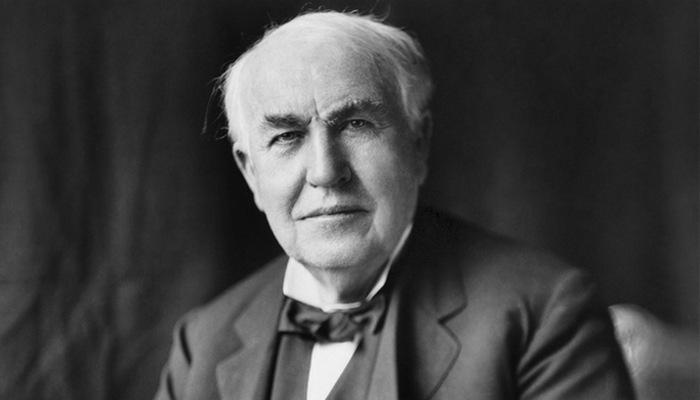 Никола Тесла соперничал с Эдисоном. Хотя соперничество между Эдисоном и Теслой стало чем-то вроде ле