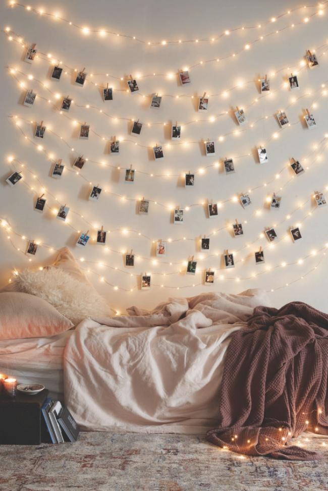 © urbanoutfitters  Одноцветную новогоднюю гирлянду можно превратить нетолько висточник света