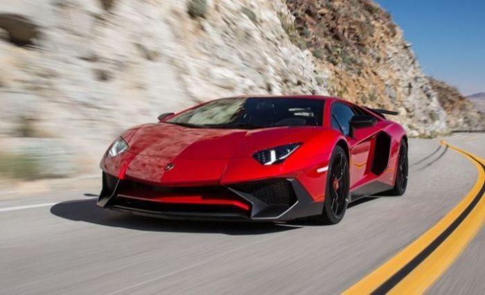 Максимальная скорость всех моделей Aventador одинакова, так что, хотя супер-продвинутая версия SV ра