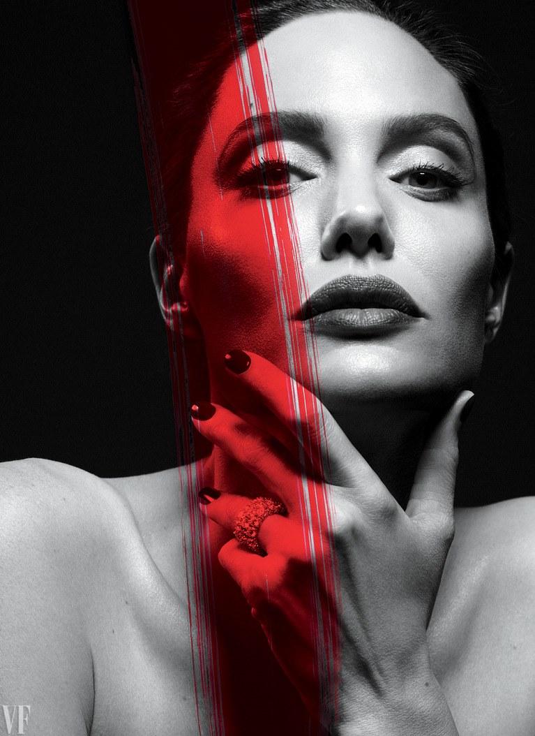 Из интервью выяснилось, что постоянный стресс и переживания привели к развитию у актрисы гипертонии